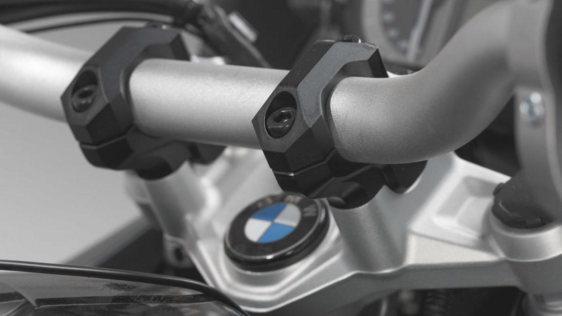 Pontet de guidon déporté SW MOTECH BMW R 1200/1250 GS et GSA  (K50,K51)  coloris noir.