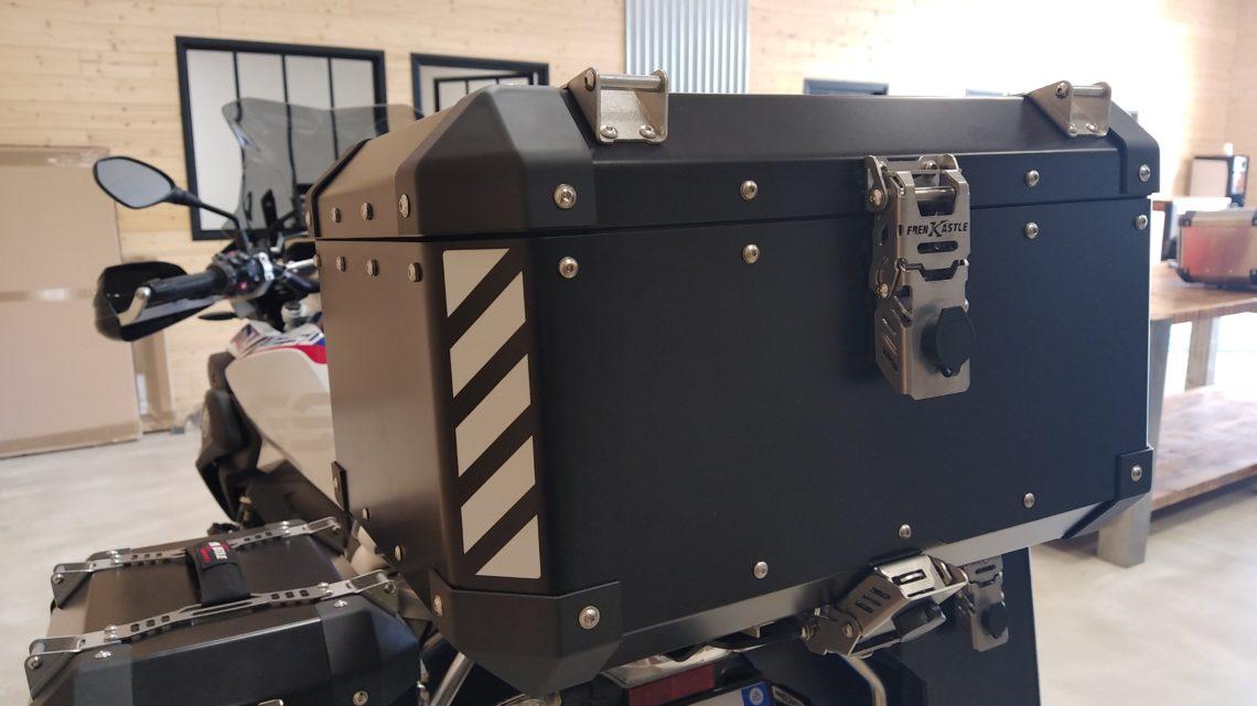 """""""Pack"""" valises aluminium Frenk Castle système vario, top case aluminium Frenk Castle +platine coloris noir."""